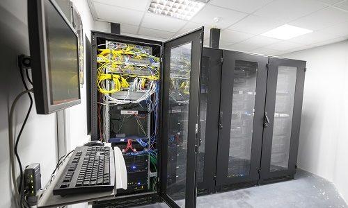 server room 26325574 - طراحی، پیاده سازی و بهینه سازی اتاق سرور