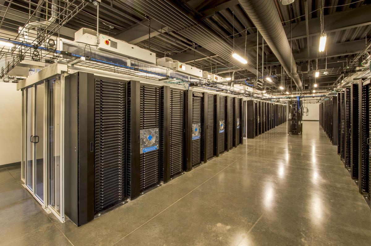 1200 86508563 server farm - راهکارهای شبکه